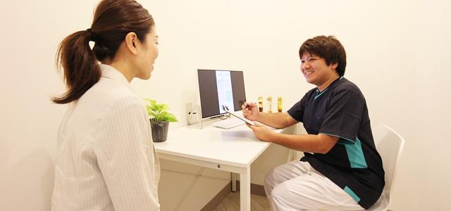 カウンセリング|患者さんの些細な声にも耳を傾け、カウンセリングの時間を大切にした治療を心掛けます。個室のカウンセリングルームで治療の説明や個別相談などプライバシーをお守りします。